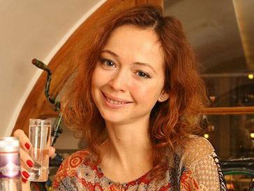 Елена Захарова благополучно родила