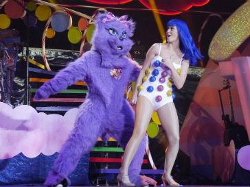Кэти Перри (Katy Perry) повеселилась на концерте в Лондоне