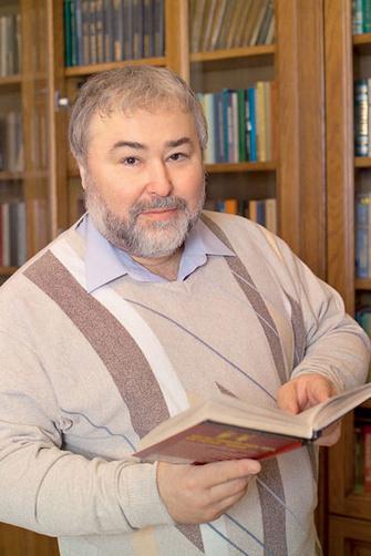 Вадим Петровский – доктор психологических наук, профессор, транзактный аналитик, научный редактор книг Эрика Берна «Транзактный анализ в психотерапии» и «Групповая психотерапия» (Академический проект, 2001, 2004).