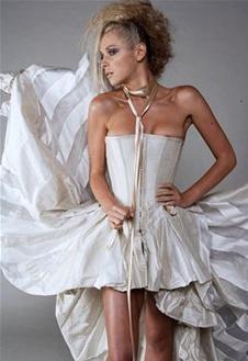 Сногсшибательное свадебное платье в полоску