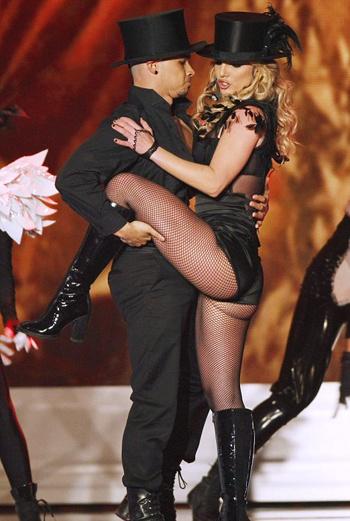 Бритни исполнила уже успевшую стать хитом песню Womanizer