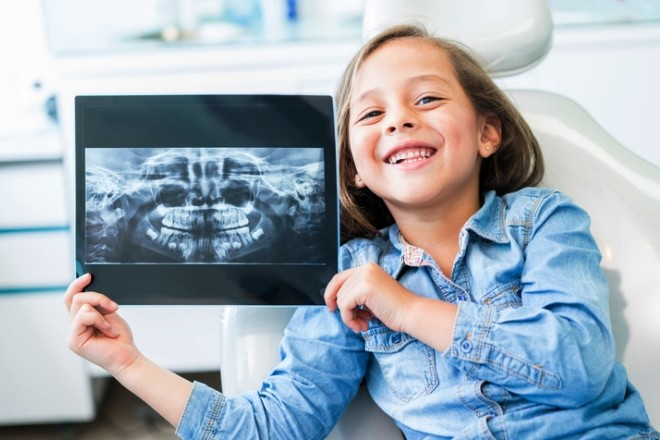 Когда нужно водить ребенка на осмотр к зубному