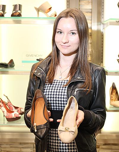 Полина выбрала в Fashion Galaxy две пары классических балеток