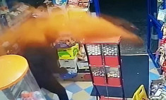 продавец отбился вооруженного грабителя стиле джеки чана метнув