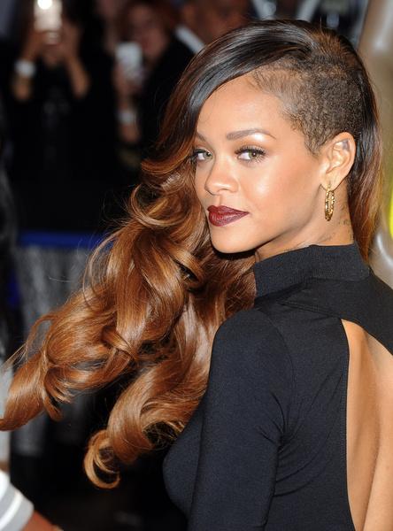 Рианна: модная стрижка на длинные волосы