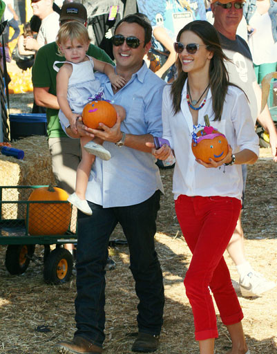 Алессандра Амброзио (Alessandra Ambrosio) с мужем и дочкой