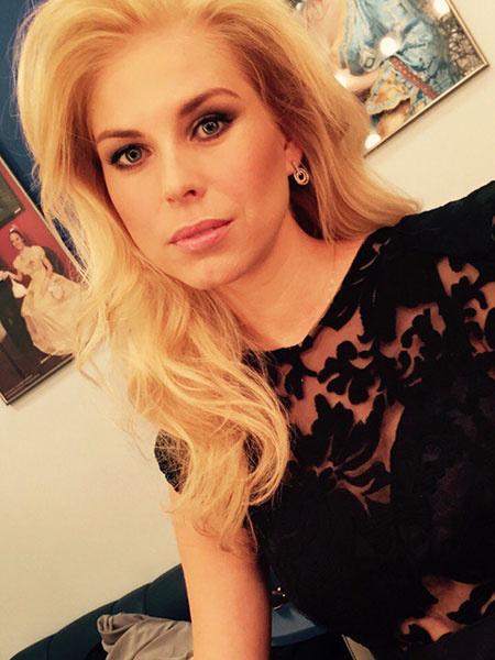 Анна Салеева из Саратова прошла в четвертьфинал шоу «Главная сцена»