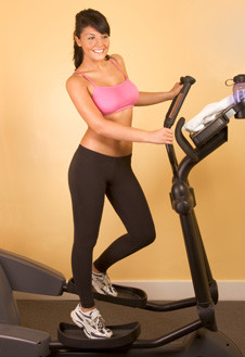 Эллиптический тренажер заставляет работать почти все группы мышц