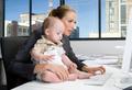 Дети работающих матерей успешны и заботливы