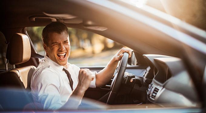 Почему полезно слушать музыку за рулем?