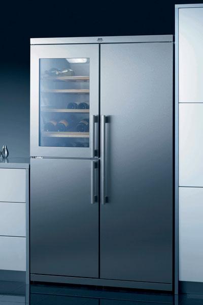 Холодильник Side-by-Side со встроенным винным шкафом. Модель S76488 KG (AEG-Electrolux, Германия), 176 990 руб.