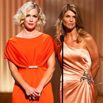Джэнни Гарт и Лори Логлин – звезды сериала «90210» вручают премию лучшему ведущему ток-шоу