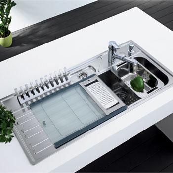 Модель Pento 60 B (Teka). Вымыв посуду, ее можно легко просушить с помощью специального держателя, который позволяет вертикально поставить на крыло мойки до 10 тарелок