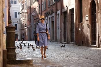 В Европе героиня фильма знакомилась с местной кухней и достопримечательностями...