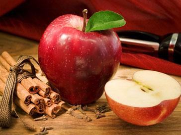 Ученые советуют съедать хотя бы по одному яблоку в день