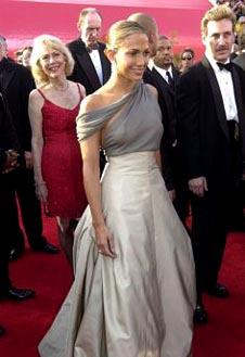 В платье Chanel за 17 тыс. и ресницами из красной лисицы