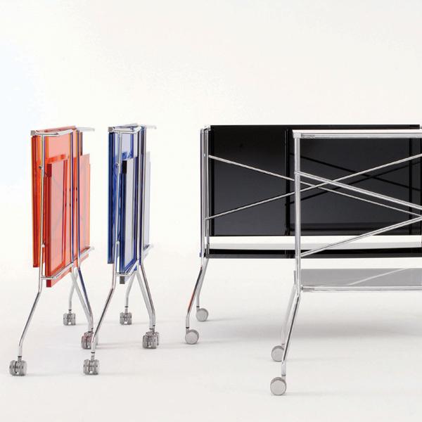 Еще один вариант трансформера – складная модель. До времени ейнайдется место где угодно, даже за шторой. Столики Flip (Kartell, Италия). 36200 руб.