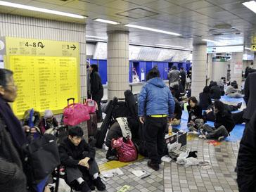 Миллионы людей оказались запертыми в токийском метро из-за землетрясения 11 марта