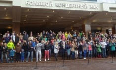 Боня и Кузьмич спели с красноярцами «Самый лучший день»