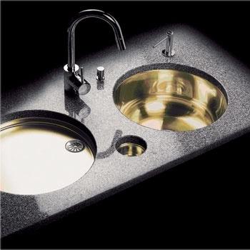 Модель серии Classic-Line (Eisinger Swiss) с покрытием нитрата циркония, высокая коррозионная стойкость которого позволит сохранить мойке нарядный вид, от 37 700 руб.