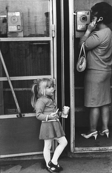 Нина Свиридова, Дмитрий Воздвиженский «У автомата. Москва». 1969 год