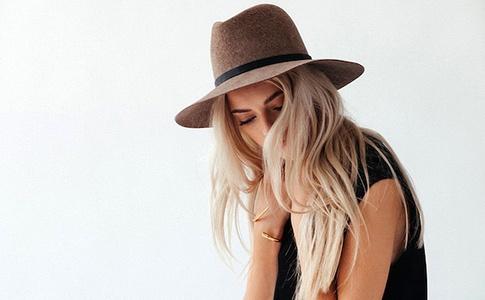 Дело в шляпе: как и с чем носить модный головной убор