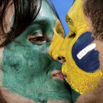Бразильские поцелуи не спасли желто-сине-зеленую сборную от проигрыша в четвертьфинале.