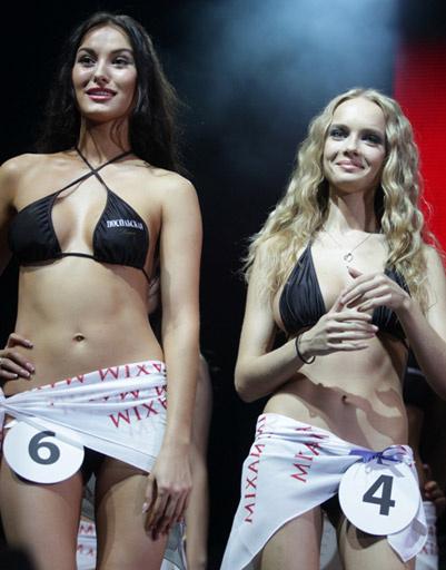 2-я-вице-Miss-MAXIM Анна Калуччи и 1-я-вице-Miss-MAXIM Марина Голышева-Маринкина