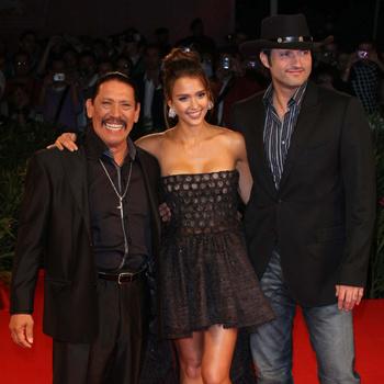 Дэнни Трехо, Джессика Альба и Роберт Родригес на премьере фильма в Венеции.