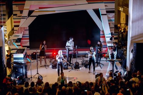 В «Цветном» состоялся концерт группы Clean Bandit | галерея [1] фото [5]
