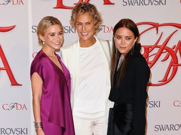 Мэри-Кейт и Эшли Олсен (Mary-Kate and Ashley Olsen) на СFDA Awards с Лорен Хаттон