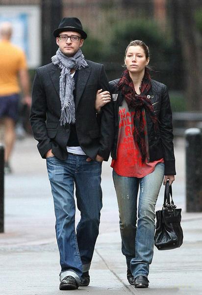 Джастин Тимберлейк на прогулке с невестой Джессикой Бил