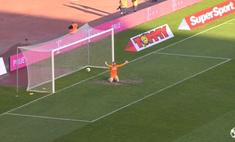 Провал месяца: вратарь убежал праздновать несуществующий гол, а забили ему самому (видео)