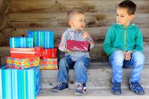 Почему ребенок завидует и как ему помочь