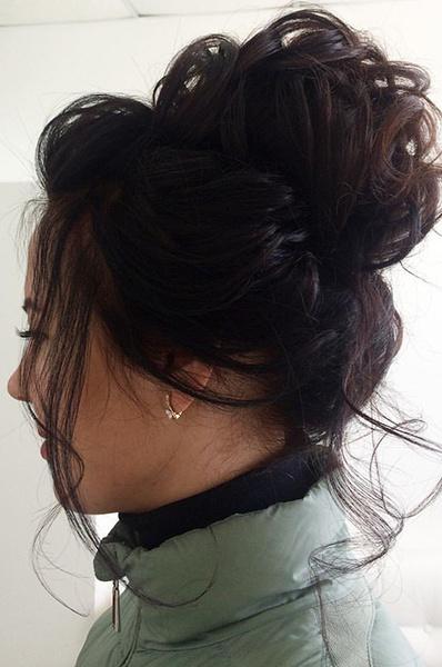 как сделать вечернюю прическу на средние волосы: фото