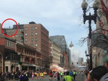 На одной из фотографий азпечатлен возможный террорист