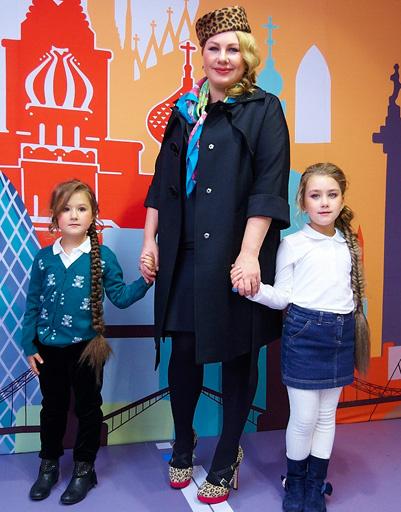 Ева Польна с дочерьми Эвелин и Амалией