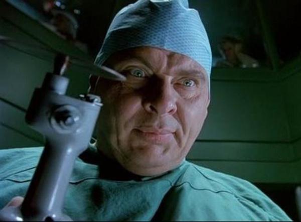 "Доктор из фильма ""Хихикающий доктор"""