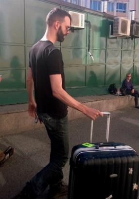 Стефан Олсдал вышел из поезда с чемоданом – как обычный пассажир.