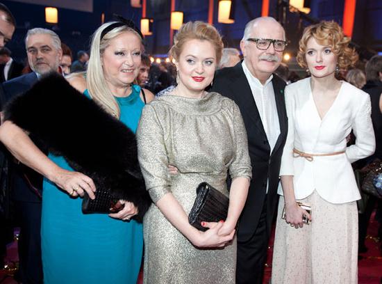 Никита Михалков с женой и дочерьми