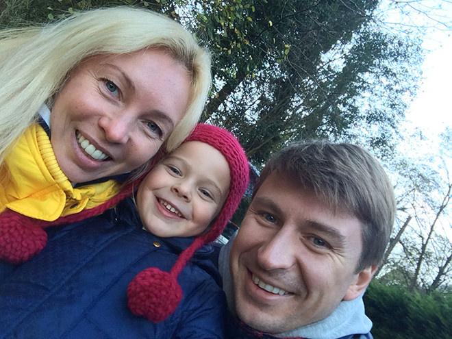Татьяна и Алексей нагружают дочку Лизу занятиями