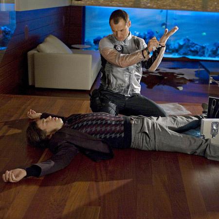 Джуд Лоу в роли Потрошителя.