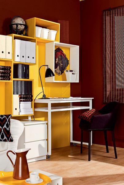 Глобус 7190 руб., «Брюссельские штучки»; Часы «Книги» 1900 руб., «Брюссельские штучки»; Коробка «Книги» 2375 руб., «Брюссельские штучки»; Стул Softshell Chair (Vitra, Швейцария), 24 990 руб., Design Boom