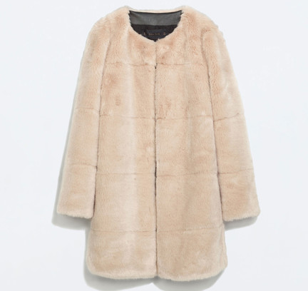 Пальто из искусственного меха Zara, 6599 р.