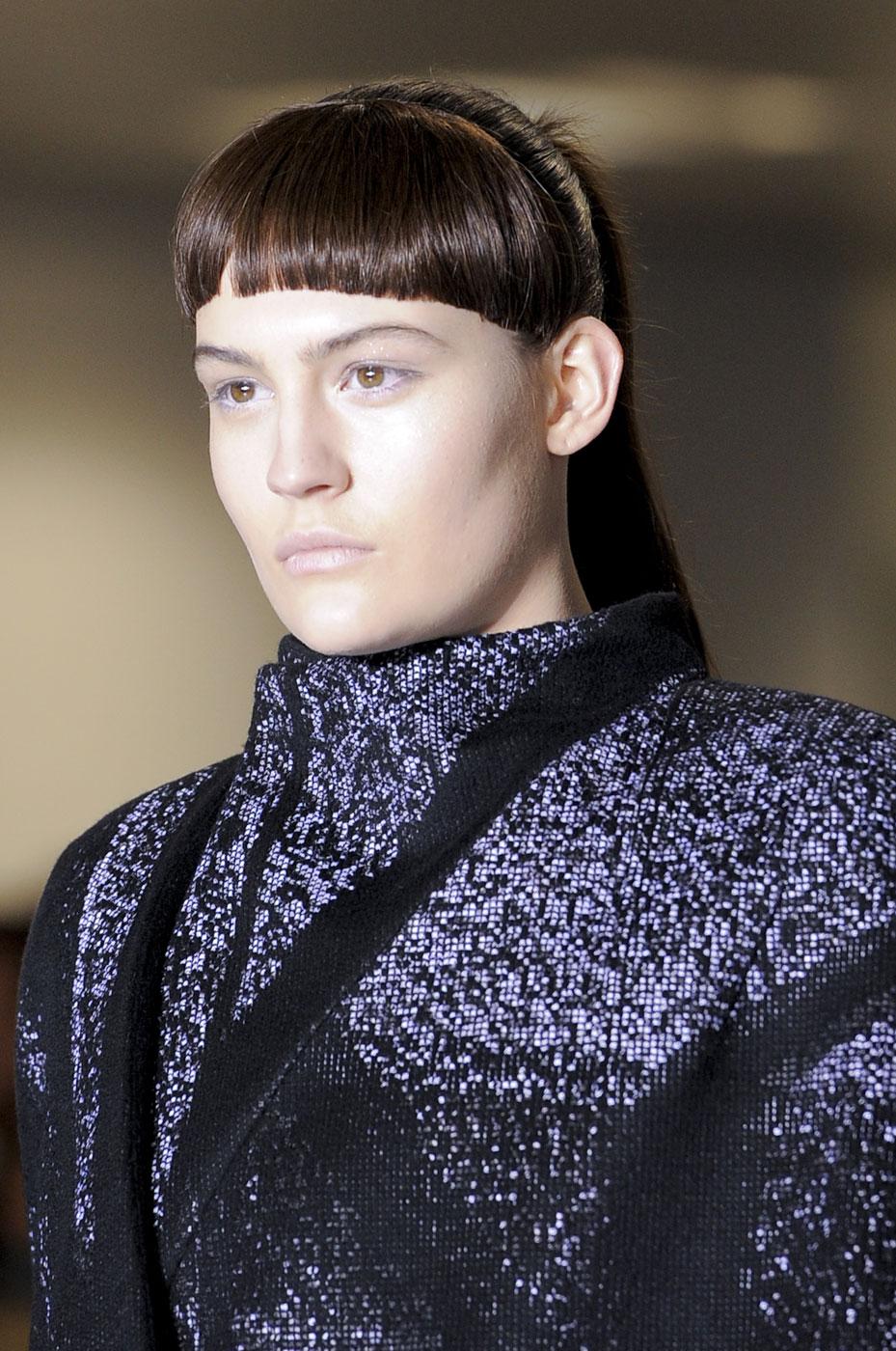 модная челка от Mary Katrantzou