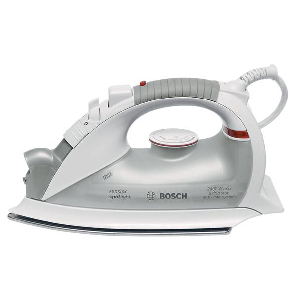 Утюг со встроенной лампой для освещения ткани перед утюгом. Такое решение очень выручит хозяек, которым приходится гладить, когда все в доме уже легли спать (например, при неярком свете настольной лампы или бра). Модель sensixx spotlight TDA 8391 (Bosch), 1800 руб.