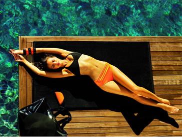 Ирина Шейк продемонстрировала в рекламе идеальную фигуру.