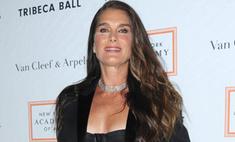 Не по возрасту: 51-летняя Брук Шилдс оголила грудь