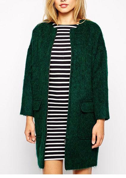 Объемное зеленое пальто