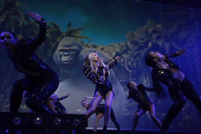 Виртуальная Лобода, гигантская обезьяна, змеи и другие фишки шоу Superstar